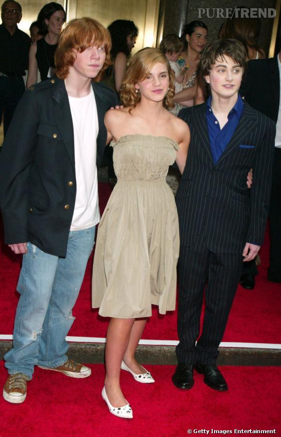 2004 :  le trio se glamourise. Emma porte une jolie robe bustier, Daniel reste en costume et Rupert assume son côté rock'n'roll.