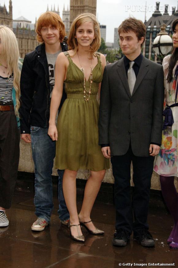 2007 :  En pause officielle non loin de Big Ben, les trois acteurs prennent leurs marques. Une fois de plus Rupert est rock, Emma de plus en plus féminine et Daniel fidèle aux costumes trois pièces.
