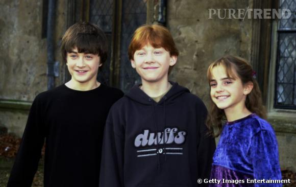 """2001 :  sweat pour Rupert, top en velours pour Emma et pull noir pour Daniel. Pour leurs premières conférences de presse, il semblerait que les acteurs soient habillés par """"pôpa môman""""."""