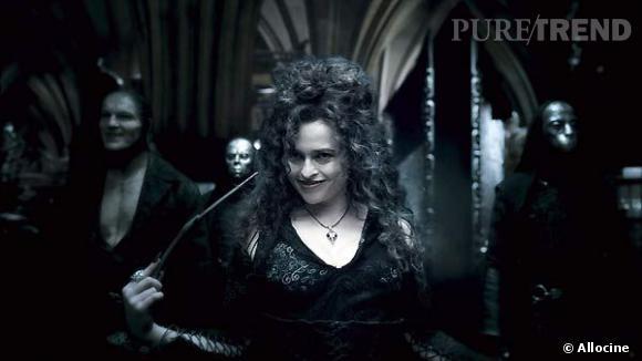 Bellatrix Lestrange est la première sorcière maléfique à avoir été introduite dans le cercle intime de Voldemort. Sa personnalité est excentrique, et ses robes reflètent la fantaisie qui sommeille en elle.