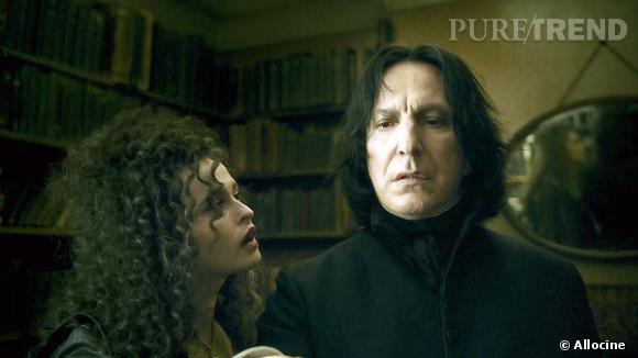 À Poudlard, le professeur Rogue enseigne la magie noire et reste l'un des fidèles de Voldemort.