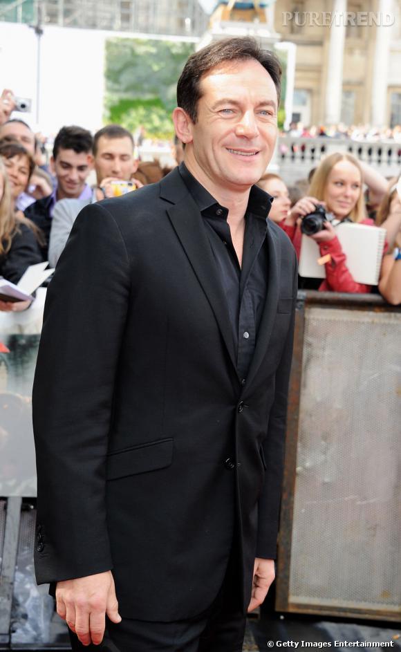Pour Jason Isaac, pas de magie noire, ni même de cheveux platine. L'acteur préfère miser sur son sourire ravageur et sur une coupe courte, aux cheveux bruns.