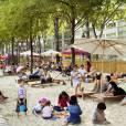 L'évènement parisien de la semaine, évidemment c'est Paris-plage qui ouvre ses portes le 21 juillet. À vous sable, parasols, transats et enfants partout. Il parait qu'autour du bassin de la Villette, c'est encore mieux... Pour tout savoir sur  Paris-plage, c'est ici . Mais c'est encore mieux d'aller voir par soi-même. La semaine prochaine peut-être, pour éviter la pluie.