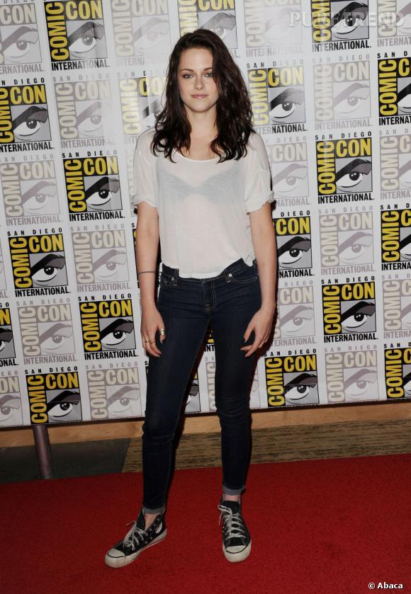Kristen opte pour une tenue simple avec un jean basket - Tenue avec basket ...