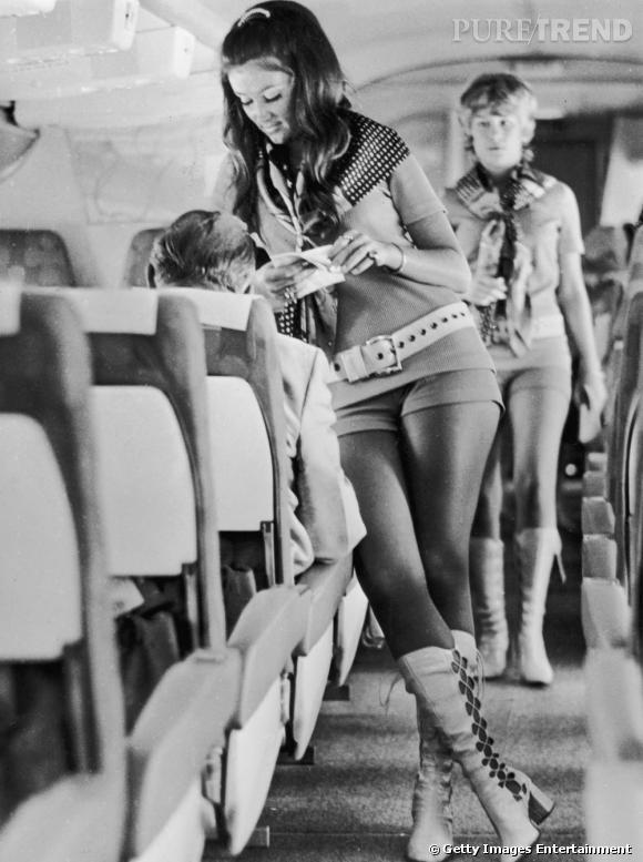 Dans les années 70 la compagnie Southwest Airlanes du Texas dote son personnel navigant de mini short et de hautes bottes en cuir.