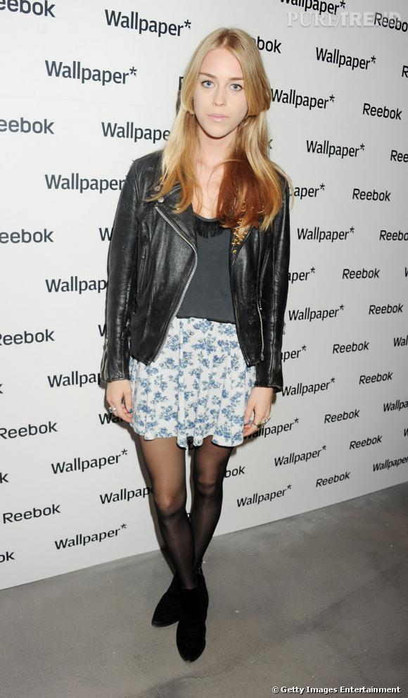 Petite jupe girly, perfecto et boots, Mary Charteris a tout bon.