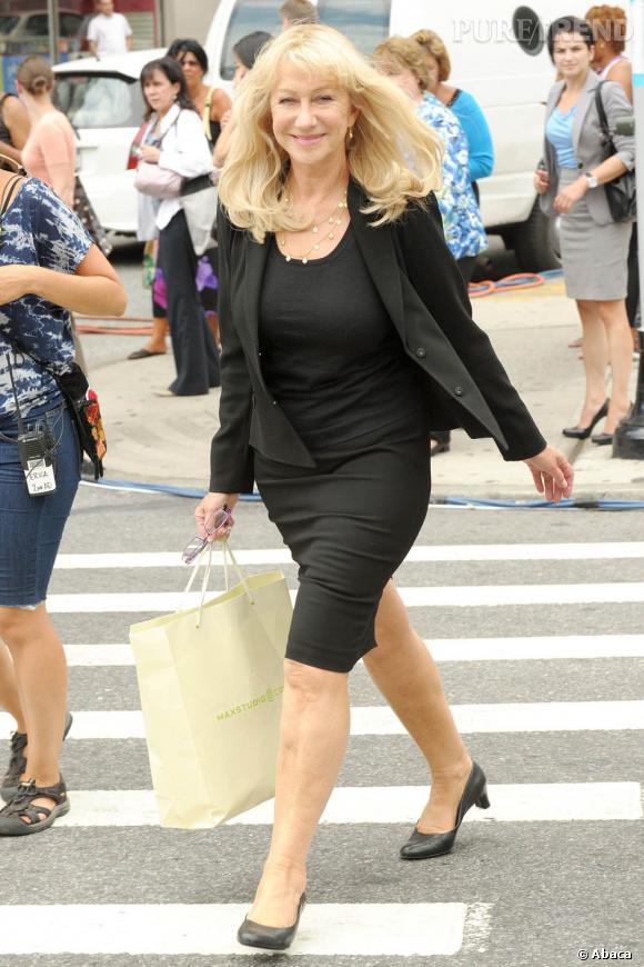 Helen Mirren, sur le tournage de Phil Spector, arbore une tenue stricte d'avocate, dépourvue de fashion attitude.