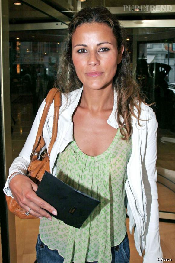 Fin des années 90, Cécile Siméone remplace Mademoiselle Agnès. Allure sexy, peau mate, ses charmes méditerranéens ont conquis toute une génération de mâles. Aujourd'hui, elle anime une émission sur la chaîne OL TV.