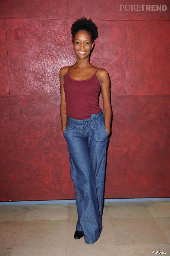 En 2003, Canal + s'offre les services de Vanessa Dolmen. Féminine mais pas trop, ses tenues sont colorées et sa joie de vivre crève l'écran. Son actu ? Rien d'officiel mais elle était sur RFI il y a peu.