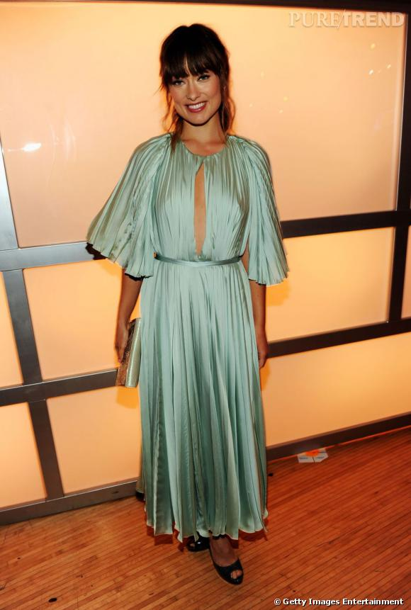 Olivia Wilde joue les romantiques dans une robe Chloé pour les Do Something Awards.