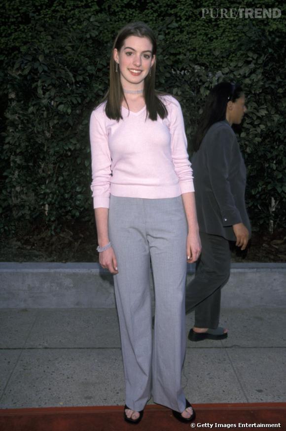 """A ses débuts, Anne Hathaway ne connaît pas la mode, ni le sens du mot """"star Hollywoodienne""""."""