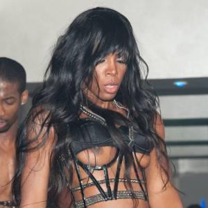 À force de vouloir se la jouer sexy, on tombe dans le vulgaire. N'est-ce pas, Kelly Rowland ?