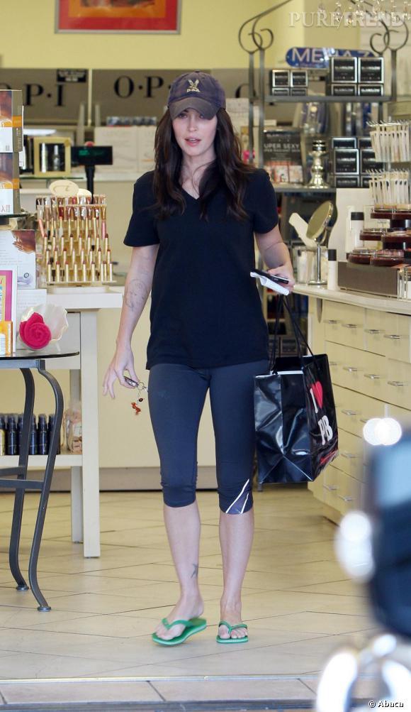 Megan Fox, au rayon maquillage. Va donc plutôt voir du côté des fringues !