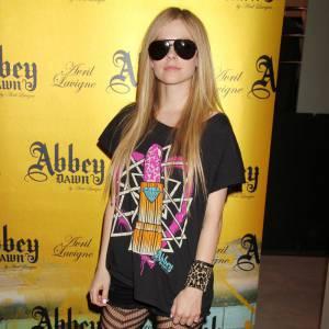 Avril Lavigne, 30 ans et toujours aucune classe vestimentaire.