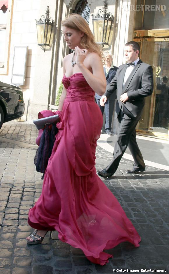 La Princesse Béatrice, glamour pour le mariage de Petra Ecclestone et James Stunt en Italie.