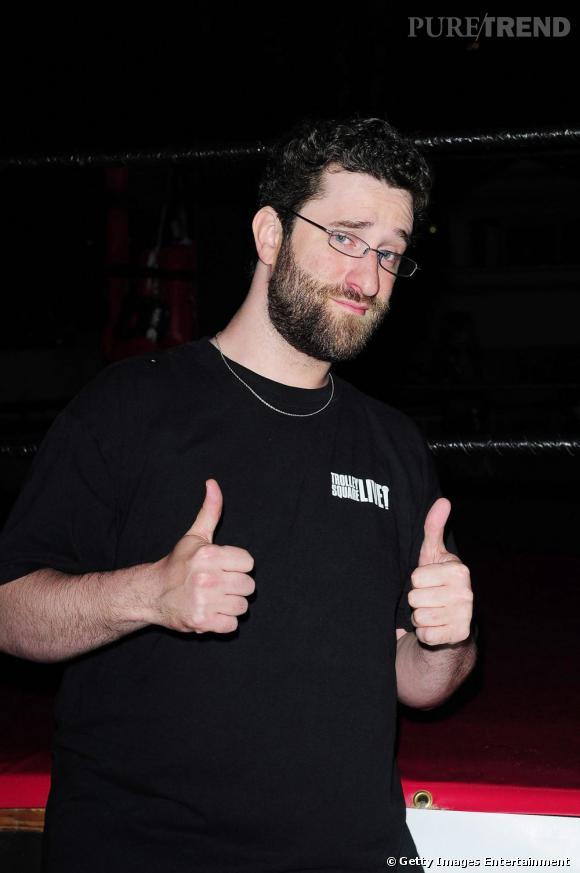 Aujourd'hui, Dustin Diamond est bien loin de son rôle de Samuel 'Screech' Powers, un geek gaffeur. L'acteur est plus connu pour ses frasques et sa sex-tape que pour sa carrière...