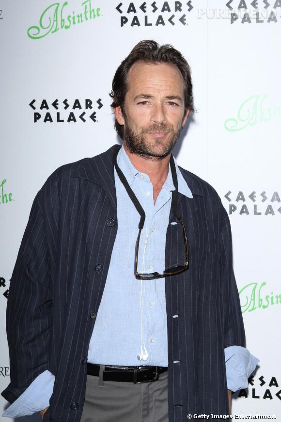 Luke Perry incarnait Dylan McKay, un fils de milliardaire rebelle. Aujourd'hui agé de 44 ans, l'acteur poursuit sa carrière mais son personnage continue de lui coller à la peau.