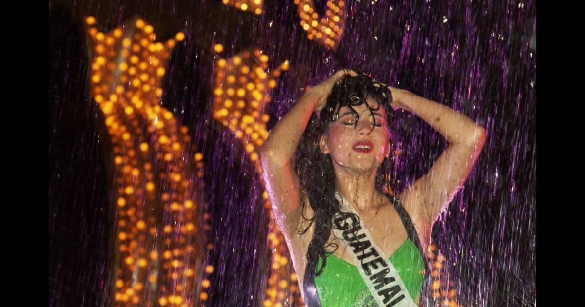 Comment prendre une douche et rester sexy par miss guatemala en 1991 au concours de miss - Comment prendre une douche rapidement ...