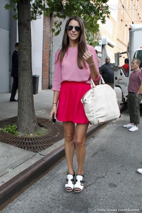 C'est qui ?    Stacy Adams, acheteuse chez Neiman Marcus.       Son look ?    Une robe vintage, des sandales Marni et un sac Alexander Wang.