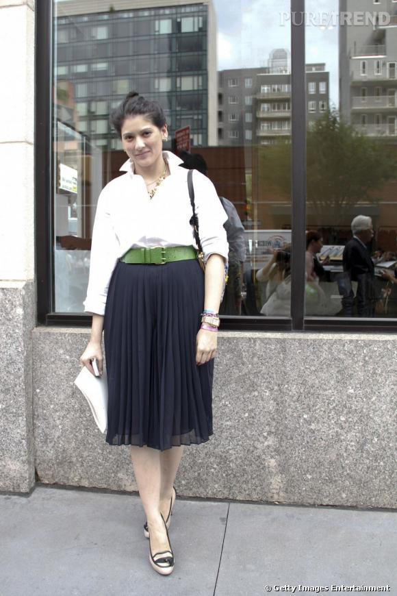 C'est qui ?    Lauren Finney, rédactrice mode au  Cosmopolitain US .       Son look ?    Une chemise Black Fleece, une jupe culotte Club Monaco, des escarpins  Ann Taylor, un sac Vera Wang et des boucles d'oreilles Elizabeth Cole.