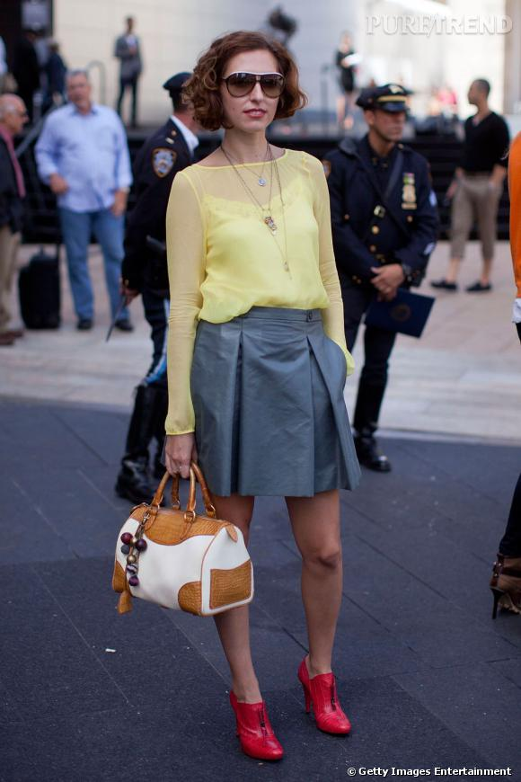 C'est qui ?    Saida Mouradova, créatrice de mode.       Son look ?    Une jupe Roberto Cavalli, un top Doori, et un sac Ralph Lauren.