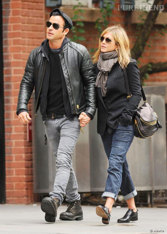 Jennifer Aniston et son boyfriend Justin Theroux dans les rues de New York.
