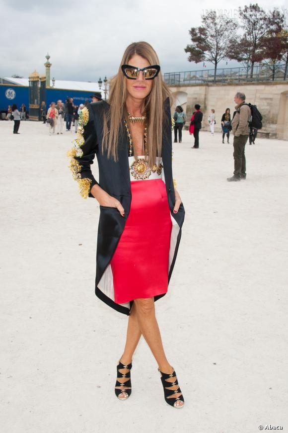 Au défilé Valentino, Anna change de tenue.