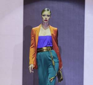 En plus de défiler régulièrement pour la marque, Raquel Zimmermann a également prêté son visage au parfum Gucci by Gucci.