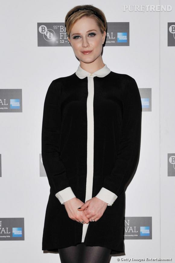 Un look un rien monacal pour Evan Rachel Wood, le vernis noir lui donne un petit côté dark.