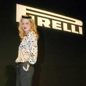 Guinevere van Seenus, mannequin depuis ses 15 ans, femme de style depuis. La nouvelle égérie Miu Miu est également apparue dans le calendrier Pirelli en 2006.