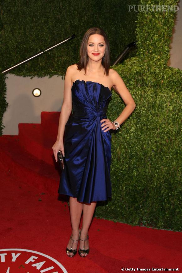 Marion Cotillard est également un emblème de la mode française. Adepte des petites robes bustier qui arrivent aux genoux, elle aime les looks très travaillés. Perfectionniste Marion ?