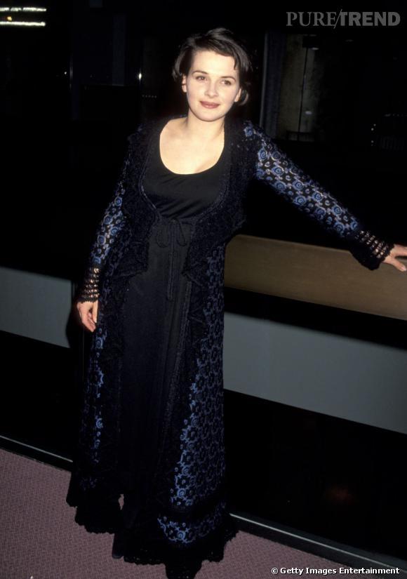 Juliette Binoche quant à elle préfère les longues robes très pudiques. Une signature longtemps attribuée aux Françaises.