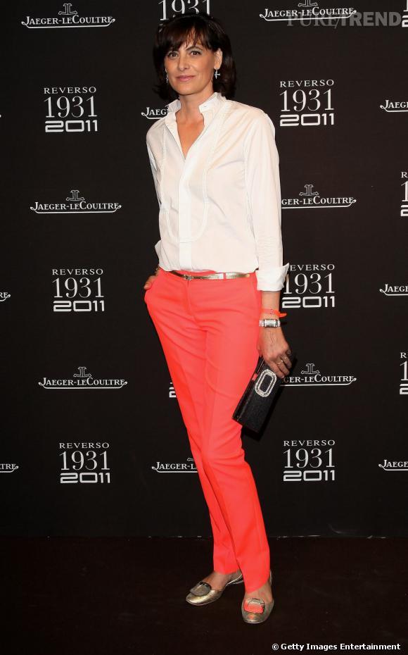 Inès de la Fressange, longtemps représentante de la Maison Chanel, est une adepte des look boyish.