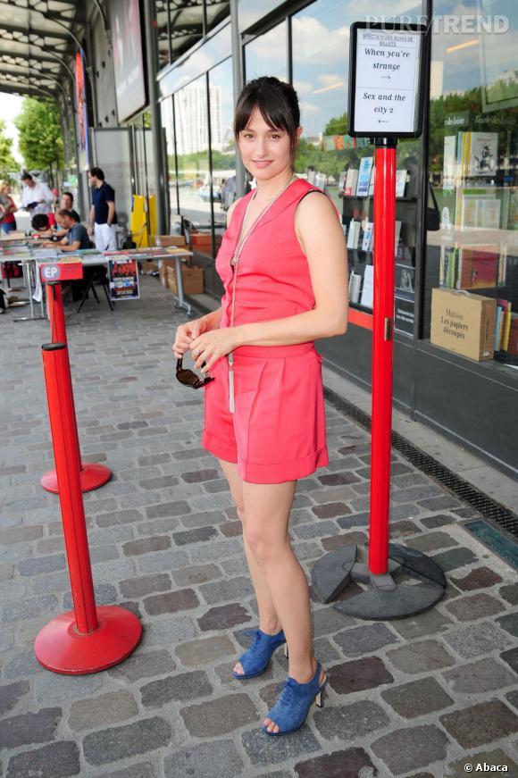 2010 : Moderne et color-block, son look féminin fait mouche.