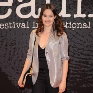 2010 : Le sophistiqué va bien à Marie Gillain, très chic en veste lamée, le regard ourlé d'un khôl noir.