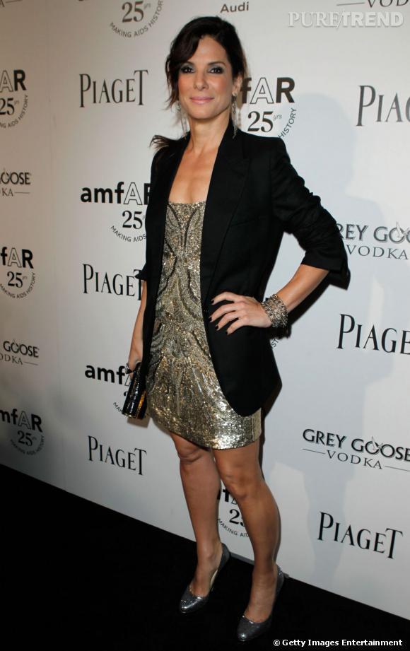 Le top robe glitter : Quitte à briller, autant oser la robe entièrement pailletée joliment adoucie par un blazer.