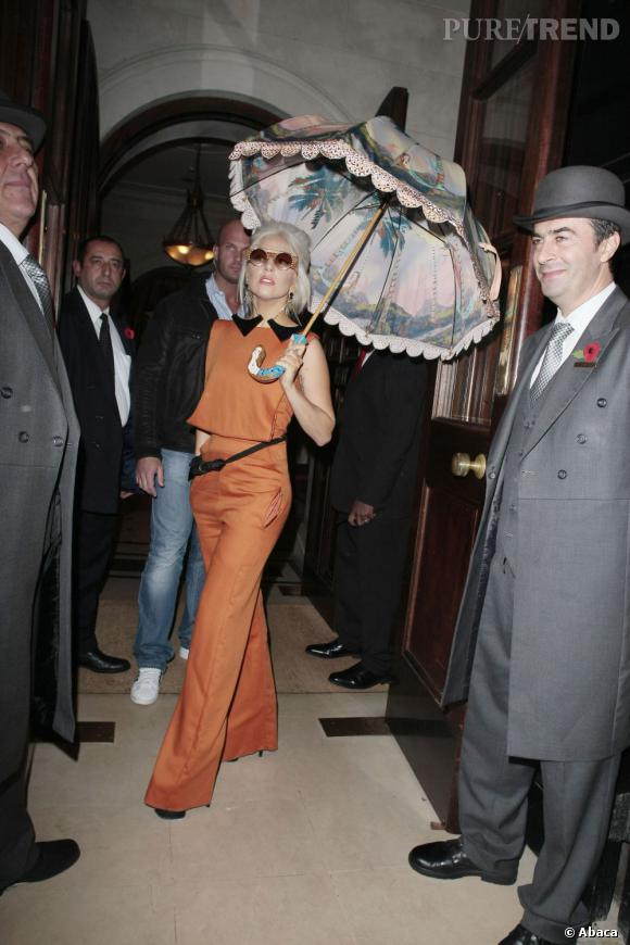 Lady Gaga en combinaison Georgia Hardinge Printemps-Été 2012.