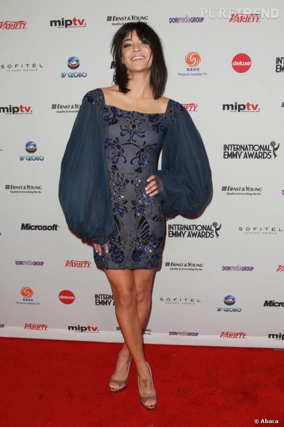 Jessica Szohr, petit flop lors des Emmy Awards 2011 à New York.