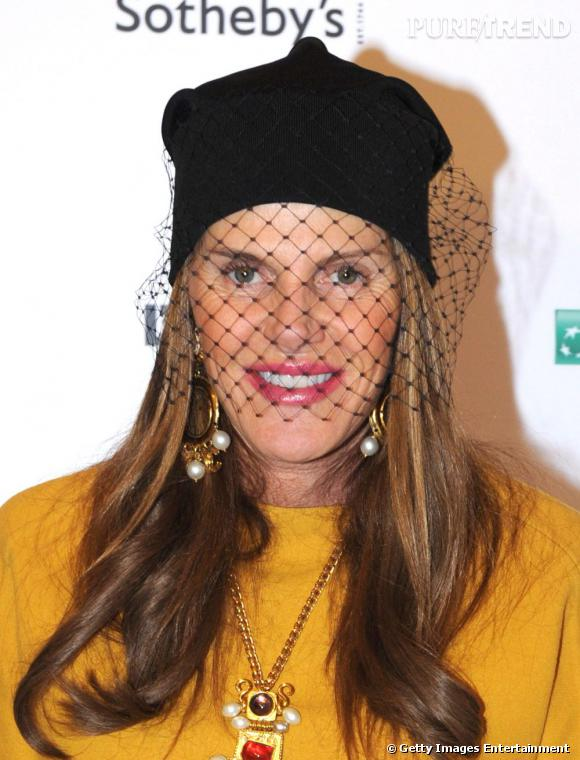 """Anna Dello Russo au vernissage de l'exposition """"The Cover"""", sponsorisée par l'Uomo Vogue et de Sotheby's, à Milan."""
