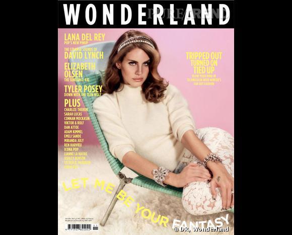 Il n'a pas fallu longtemps à la chanteuse pour se voir courtiser par le monde de la mode. Alors qu'elle n'a pas encore sorti d'album, la jeune femme s'offre déjà la couverture de Wonderland.