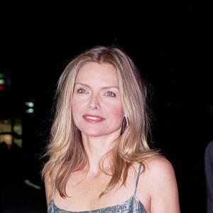 2000 : Le teint rosé et le cheveu blond, Michelle Pfeiffer est rayonnante.