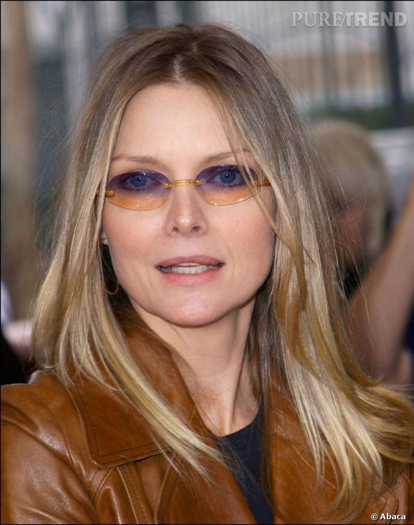 2003 : Une chose est sûre, les lunettes teintées oranges ne vont pas à Michelle Pfeiffer dont le regard prend directement un coup de fatigue.