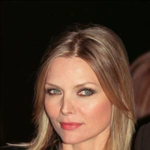 2001 : Michelle Pfeiffer est sublime, le regard revolver.