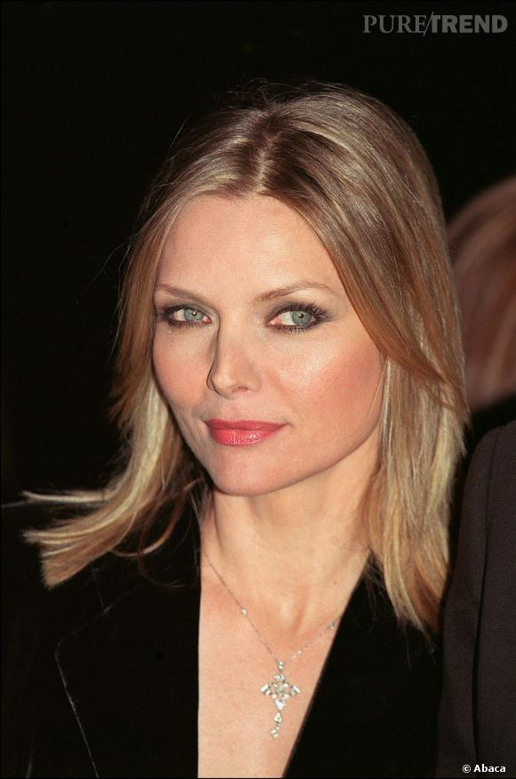2001 : Michelle Pfeiffer est sublime, le regard revolver.