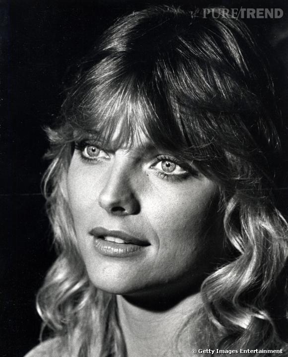 1982 : La frange opaque et le volume sont à la mode. Michelle Pfeiffer a 24 ans.