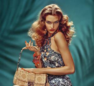 La campagne Printemps-Eté 2011 de Dior. Karlie Kloss est transformée en pin-up.
