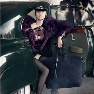 Campagne Louis Vuitton, Automne-Hiver 2011/2012. Le style militaire SM est à l'honneur.