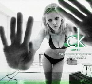 Campagne Ck One de Calvin Klein, Printemps-Eté 2011, Lara Stone attire l'oeil de Steven Meisel.