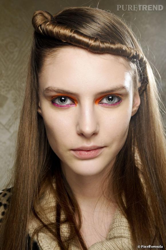 Les tendances coiffures pour 2012 La torsade lisse sur le devant du crâne apporte un peu de rock à cette coiffure bien sage.