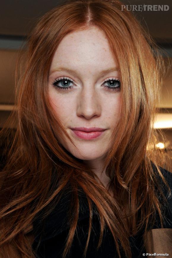 Les tendances coiffures pour 2012 Un roux flamboyant et la raie au milieu, rien de mieux pour encadrer le visage.